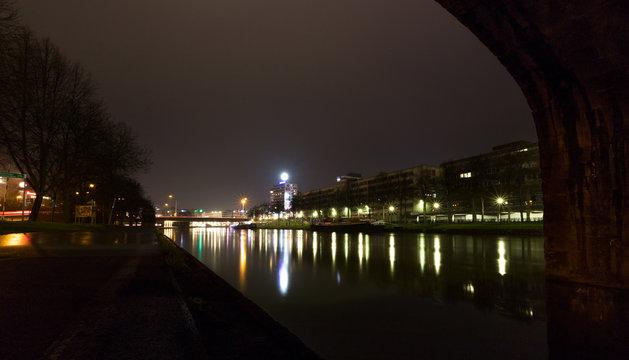 Nachts am Saarufer in Saarbrücken