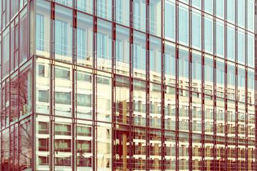 Gebäude mit Glasfront abstrakt