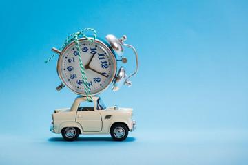 Car toy carrying analog clock