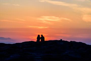 夕日を眺めるカップル The evening sky