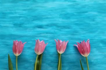 Blumen auf Hintergrund in Blau selbst gemalt