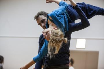 dancer in contact impro in hi support