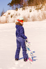 Photo from back of sports woman standing with snowboard