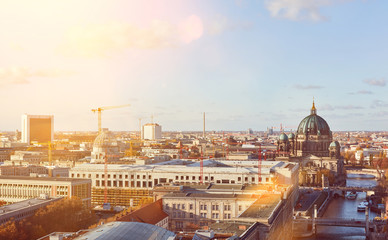 Sonniger Tag in Berlin City mit Berliner Dom