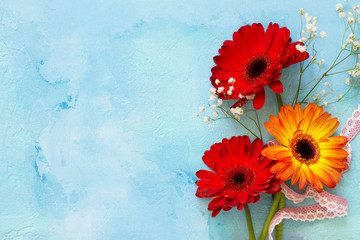 Stores à enrouleur Gerbera A wedding story or background Mother's Day. Three gerbera flowers on a stone background or slate with copy space. Copy space, top view flat lay background.