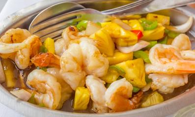 gambas sautées à l'ananas, sauce aigre-doux, cuisine chinoise