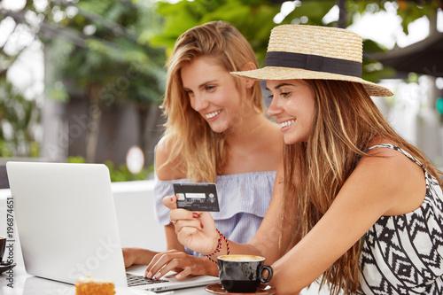 Лесби онлайн веб 12