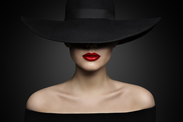 fd5ff4639da Woman Hat Lips and Shoulder