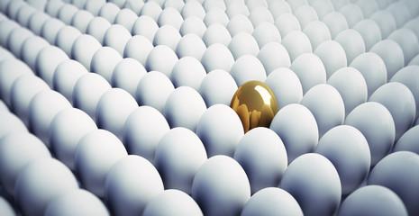 Goldenes Ei in Menge weisser Eier