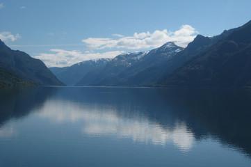 Norwegia- widok na fiord Sorfjorden, okolice Roldal