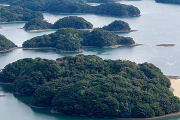 入り江に浮かぶ島々