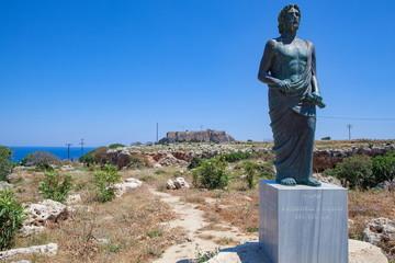 クレオヴロスの銅像