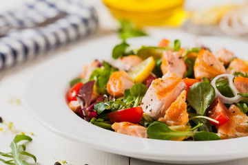 Delicious salad with pieces of grilled salmon.