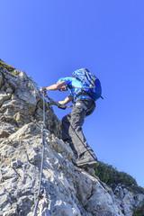 steiler Aufstieg im Klettersteig