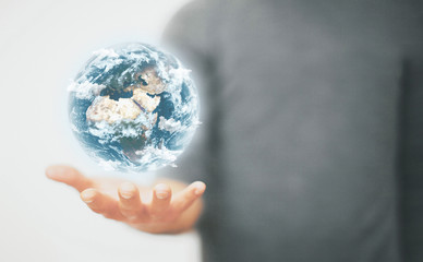 Mondo tra le mani, ecologia o astronomia