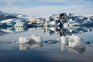 Printed kitchen splashbacks Glaciers the glacier lagoon Jökulsarlon in Iceland with floating icebergs.