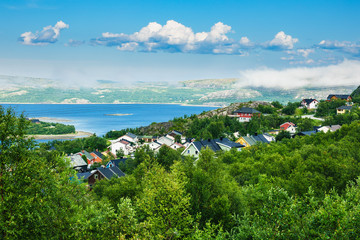 Fototapete - Blick auf Kirkenes am Varangerfjord in Norwegen