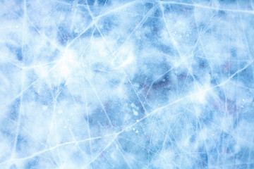 Текстура ледяной поверхности, крупным планом, с трещинами и снежинками