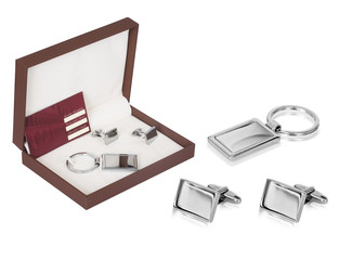 A simple and efficient sliver steel key ring set in a gift box. Designed to hook quickly on and off your belt loop, yet small enough to fit comfortably in your pocket.