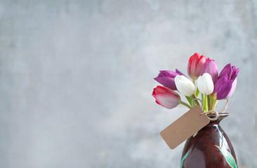 Fototapete - Gift tulip flowers