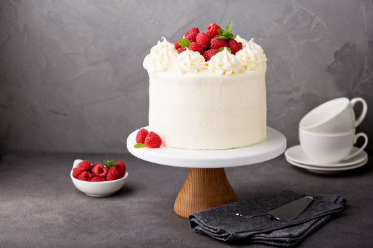 Vanilla raspberry cake with white frosting