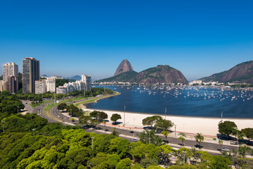 Fotomurales - View of Botafogo Beach With the Sugarloaf Mountain in the Horizon, in Rio de Janeiro, Brazil