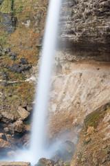 L'imponente cascata Peričnik in Slovenia, vicino alla cittadina di Mojstrana