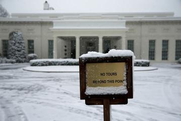 Snow falls in Washington