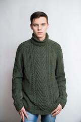 Юноша в свитере