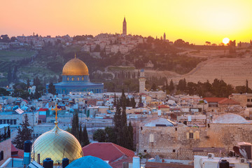 Jerusalem. Cityscape image of Jerusalem, Israel with Dome of the Rock at sunrise. Fototapete