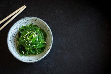 Zelfklevend Fotobehang Klaar gerecht Chuka seaweed salad