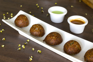 Sprouts and oats appe is a healthy kuzhi paniyaram. A quick and healthy breakfast for a lazy Sunday morning.