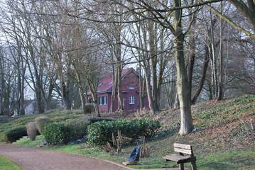 Rotes Haus im Wald