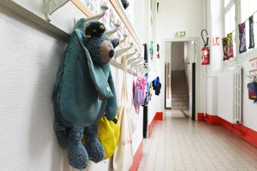 portes manteaux école maternelle