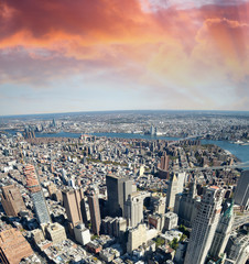 Fototapete - Aerial view of Manhattan from city rooftop