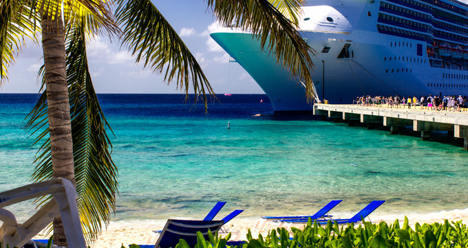 Turquoise Waters of Grand Turk Sea