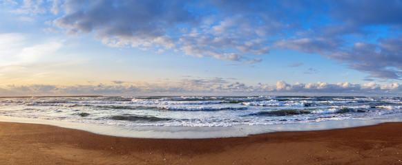 午後の浜辺