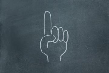 黒板に書いた指