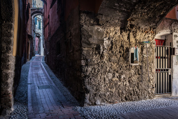 Fotomurales - The narrow and dark streets of the Italian city of Ventimiglia
