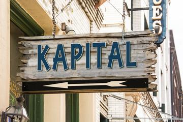 Schild 279 - Kapital