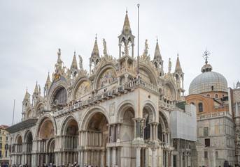 Venise, Italy - 03 10 2018: Le grand canal, la place San Marco la Basilique San Marco et ses détails de colonnes de marbre