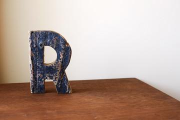 Wooden alphabet letter R 木製アルファベット R