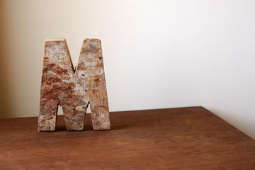 wooden alphabet letter M 木製アルファベット M