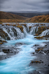 Traumhaft schöner Bruarfoss mit türkis blauen Wasser_001
