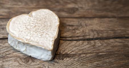 fromage sur fond de bois spécialité normande,