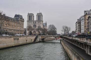 Imagem do rio Sena em Paris, cidade capital da França