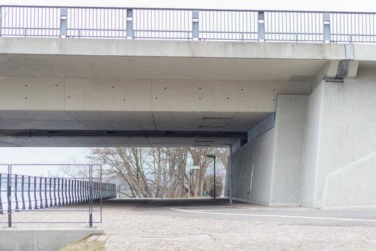 Brücke über die Havel in Potsdam an einem bedeckten Frühlingsmorgen