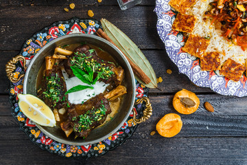 Lamb shanks with yoghurt and mint and apricots