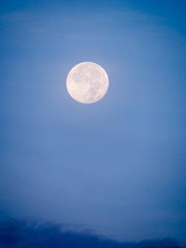 Full Moon in The Daytime