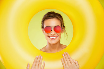 Summer Style. Woman In Fashion Sunglasses.